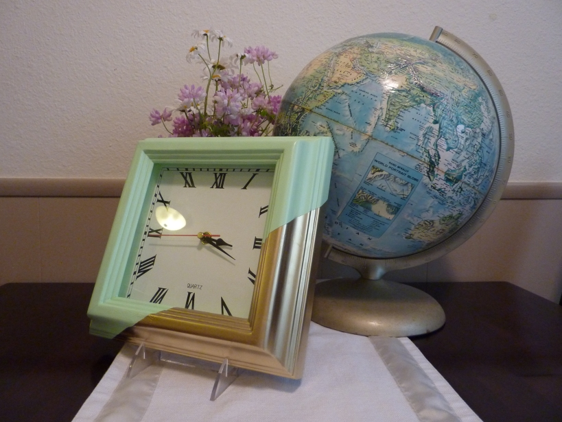 Mint and gold color-blocked clock. (!)